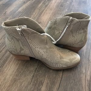 NWT American Eagle snake print ankle boots size 6